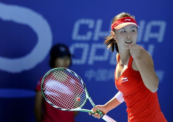 Peng Shuai celebrates in a red tennis dress at the 2010 China Open.JPG