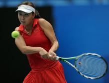 Peng Shuai two handed backhand in Guanzhou 2010.JPG