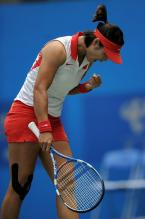 Li Na celebrates a point in Guangzhou 2010.JPG
