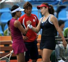 Chan Yung Jan shakes hands with Kimiko Date Krumm in Guangzhou 2010.JPG
