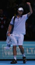 Andy Roddick acknowledges the crowd after he loses to Rafael Nadal at O2 Arena 2010.JPG