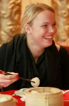 Caroline Wozniacki smiles as she eats dim sum in Hong Kong 2011.JPG