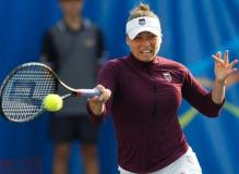 Vera Zvonareva chest-high forehand technique.JPG
