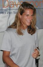 Amelie Mauresmo in gray t-shirt.jpg