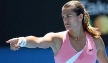 Amelie Mauresmo points at something.jpg