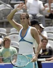 Amelie Mauresmo raises her arm to acknowledge the crowd.jpg