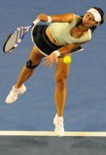 Li Na serves at the 2011 Australian Open finals.JPG