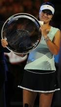 Li Na smiles and holds her 2011 Australian Open runner up trophy plate.JPG