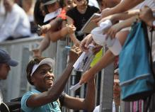 Venus smiles as she signs autographs for fans.jpg