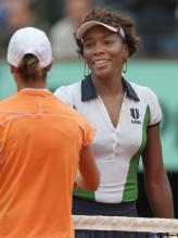 Venus Williams shakes hands with Tzipora Obziler after winning.jpg