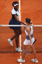 Venus shakes hands with Selima Sfar after winning.jpg