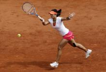 Li Na hits a forehand on the run at the French Open 2011.JPG