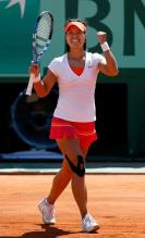 Li Na celebrates her 2011 French Open quarterfinal victory.JPG