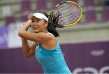 Peng Shuai 2 handed shot follow through.JPG