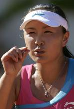 Peng Shuai presses her thumb and index finger together.JPG