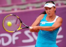 Peng Shuai two handed grip racket at contact with the ball.JPG