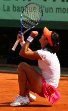 Li Na falls to the red clay after winning the 2011 French Open.JPG