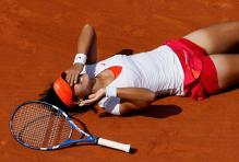 Li Na falls to the ground in disbelief after winning the 2011 French Open.JPG