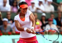 Li Na goes for the 2 handed backhand during the French Open 2011.JPG