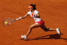 Li Na hits a running forehand during the French Open 2011 finals.JPG