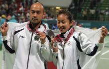 Akiko Morigami and Iwabuchi hold up their Silver medals.jpg