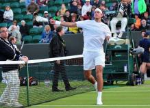 Juan Martin Del Potro throws his shoes into the crowd at 2011 Wimbledon.JPG