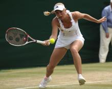 Caroline Wozniacki goes for a forehand chip shot just inside the baseline.JPG