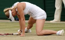 Caroline Wozniacki nearly does the splits at Wimbledon 2011.JPG