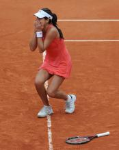 Ana Ivanovic reacts after winning matching point of the French Open 2008.jpg