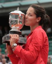 Ivanovic kisses the French Open trophy.jpg
