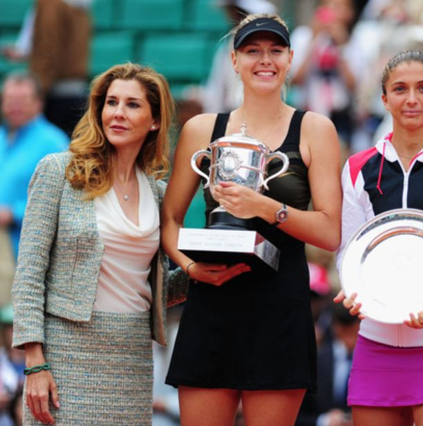 Monica Seles stands next to Maria Sharapova at the 2012 French Open finals trophy presentation ceremony.JPG