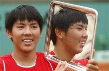 Tsung-Hua Yang holds his French Open Boy's Singles Championship trophy 2.jpg