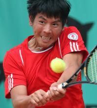 Tsung-Hua Yang two handed backhand.jpg