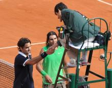 A humbled Roger Federe shakes the Chair Umpire's hand as Rafa looks on.jpg