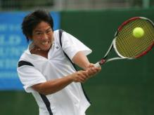 Tsung-Hua Yang attacks the ball.jpg