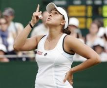 Tamira Paszek points to the sky during her Wimbledon 2008 match.jpg