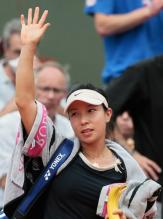 Jie Zheng waves after losing to Safina.jpg