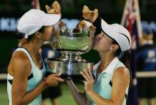Zheng Jie and Zi Yan kiss their Australian Opens doubles championship trouphy in 2006.jpg