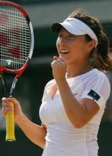 Zheng Jie celebrates another incredible win in Wimbledon 2008.jpg