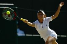 Zheng Jie reaches to hit a forehand.jpg