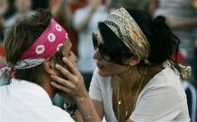Arnaud Clement is looked after by his girlfriend Nolwenn Leroy.jpg