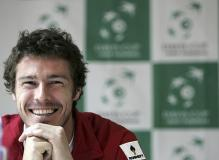 Marat Safin smiles during a press conference.jpg