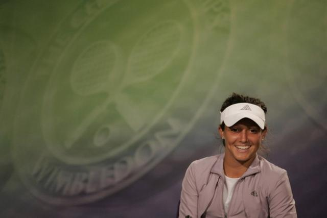 Laura Robson smiles during a press conference after winning the 2008 Wimbledon juniors.jpg