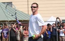 Andy Roddick in short hair in a promo event.jpg