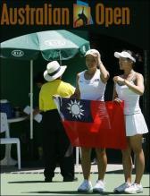 Chan Yung-Jan and her doubles partner Chuang Chia-jung hold the Taiwan flag.jpg