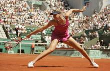 Nicole Vaidisova stretches to hit a backhand at the French open.jpg
