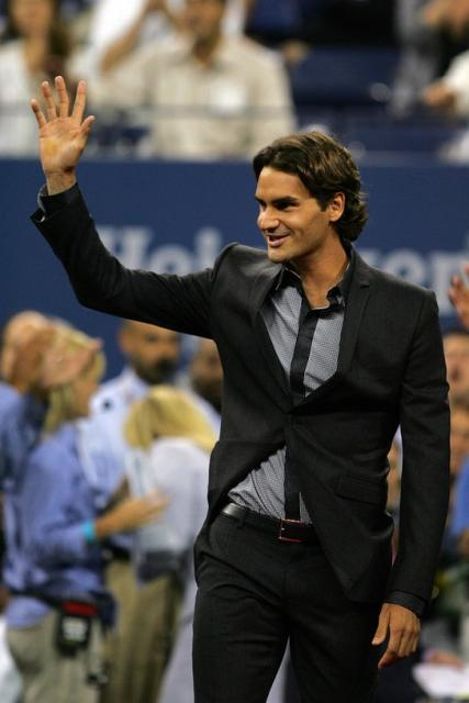 Roger Federer acknowledges the crowd during opening ceremonies of the US Open 2008.jpg