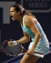 Amelie Mauresmo celebrates her win over Agnes Szavay.jpg