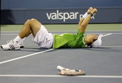 Kei Nishikori falls to the ground in celebration after defeating David Ferrer.jpg