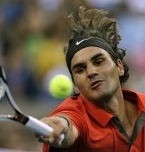 Roger Federer hits a forehand volley during the 2008 US Open finals.jpg